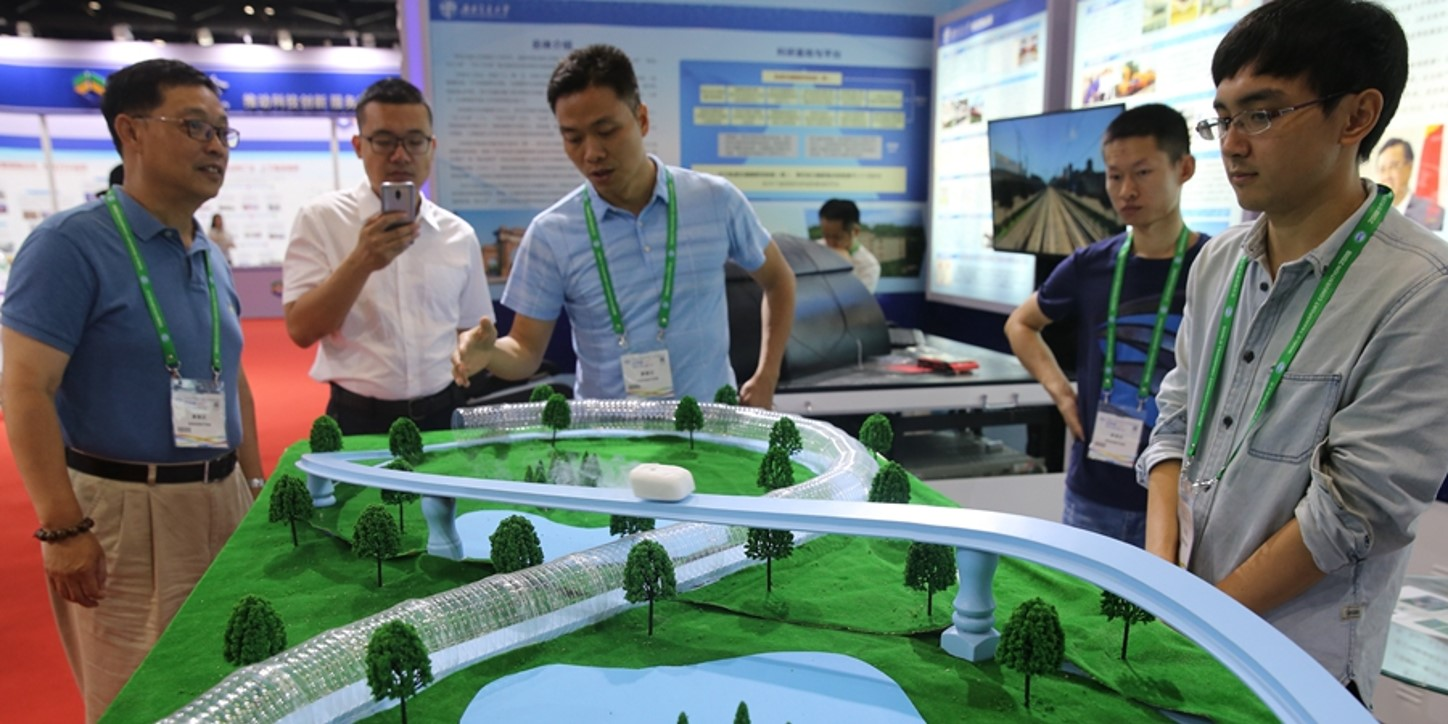 China develops super railway with test speed of 1,500 kph